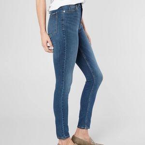 Calvin Klein Curvy Skinny Jeans. Sz 27 X 32
